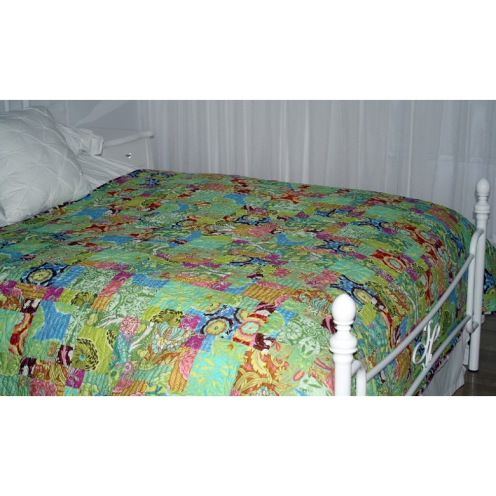 courtepointe de lit de fleurs en fleurs libexpression. Black Bedroom Furniture Sets. Home Design Ideas